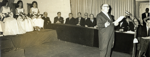 Carles Fages, fent un parlament, l'any 1964