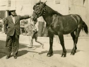 Carles Fages a la Fira de St. Sadurní d'Anoia, 1945